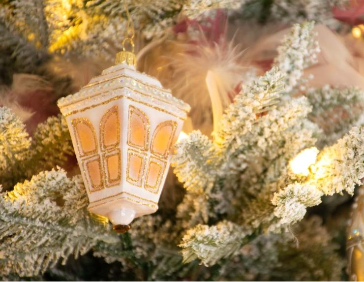 Figurine lanterne blanc et doré en...