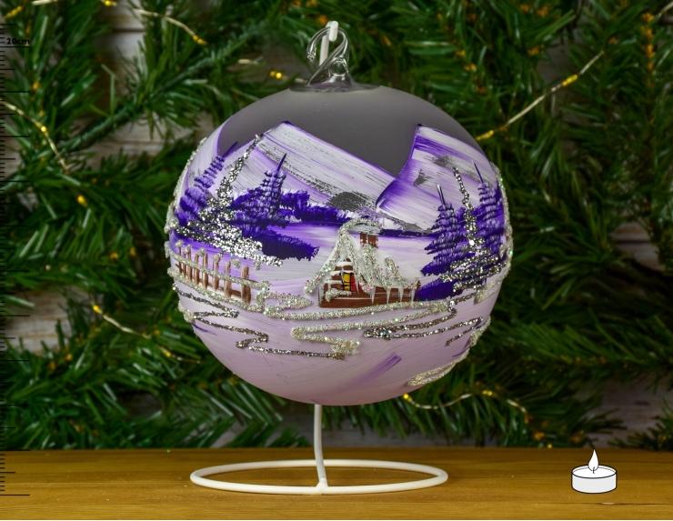 Boule de Noël mauve avec chalet...