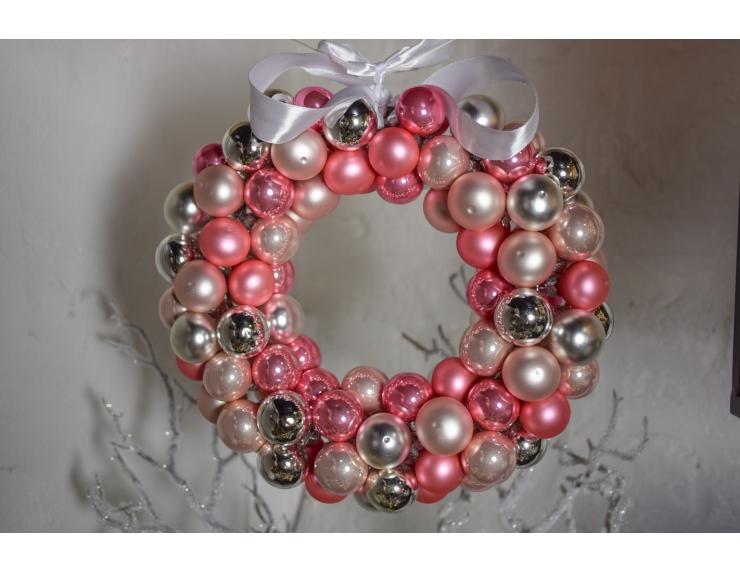 Couronne de Noël rose boule en verre...